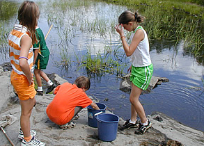Kids playing in the water at Lake Laurentian Conservation area during our Spring/Fall School Programming